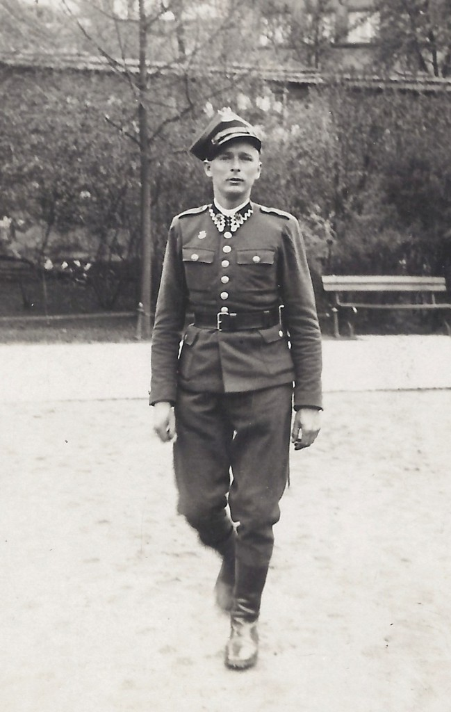Jan Tomasik photographed in Polish army uniform in Krakow, August 1939