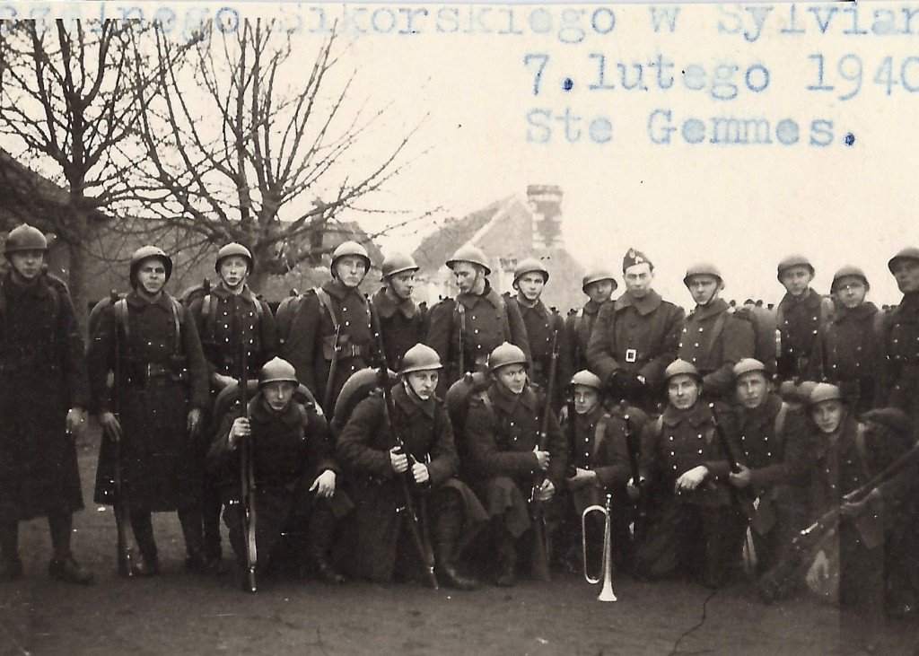 Jan Tomasik in a group of Polish riflemen photographed in France in 1940